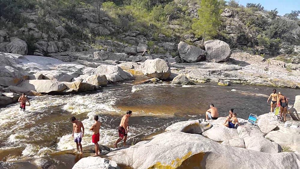 Río Los Chorrillos en el Valle de Punilla