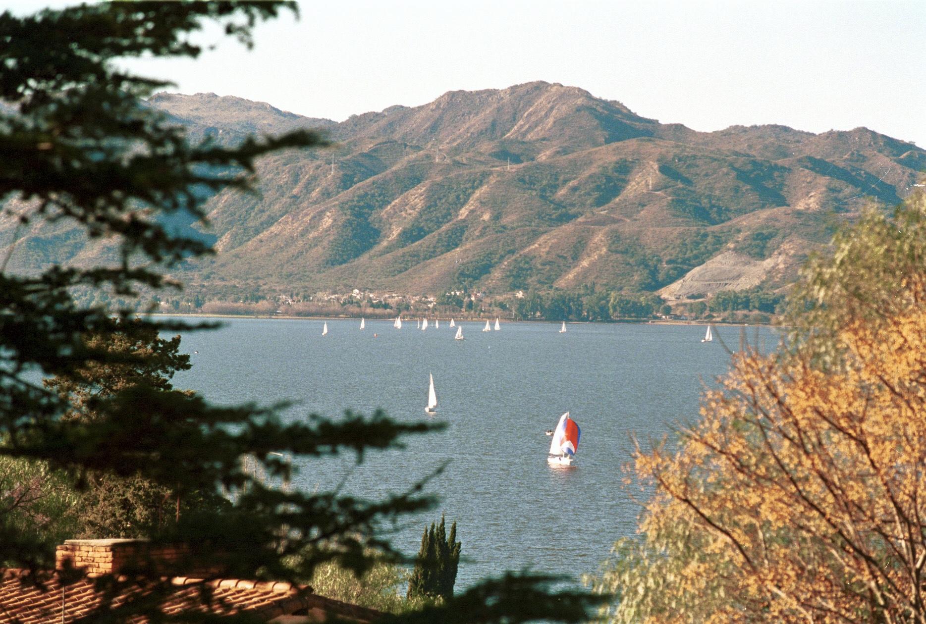 Lago San Roque en el Valle de Punilla